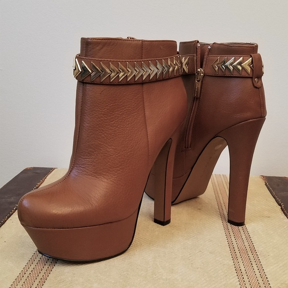 Halston Shoes - HALSTON Brown Leather Platform High Heeled Boots